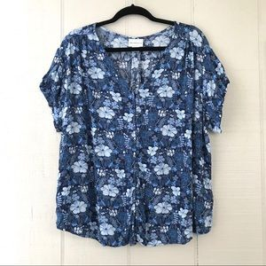 Bogo 1/2 off! Liz Claiborne V Neck Floral Top